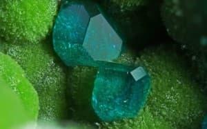 кристалите в помощ, на болестта рак