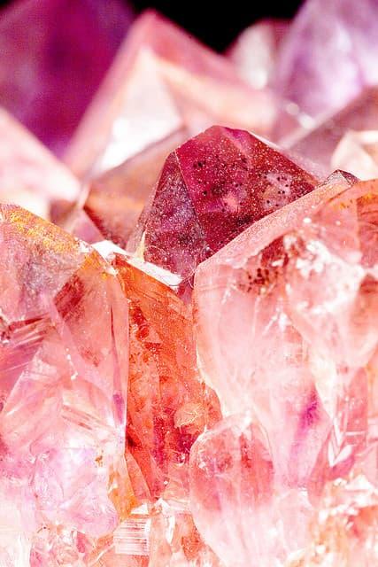 Кристалите и камъните могат да кодират информация