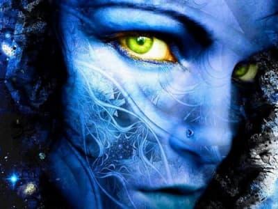 жена в синьо